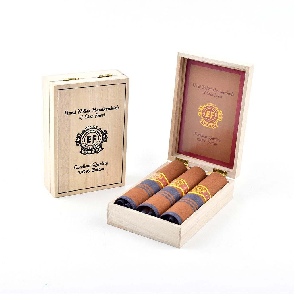 """Luxusné pánske vreckovky M57, žakárové, """"cigary"""" v drev. krabičke hnedé, 3ks, mix motívov"""