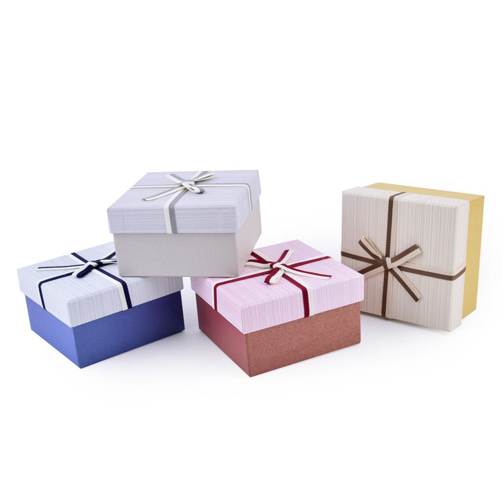 Papierová krabica 13x13x7,5 cm, štvorcová s dvojfarebnou mašľou, mix farieb, 4 ks