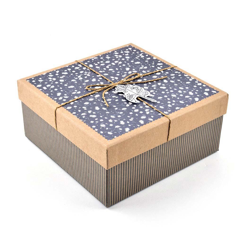 Papierová krabica 22x22x10 cm, hnedá s drobnými kvietkami