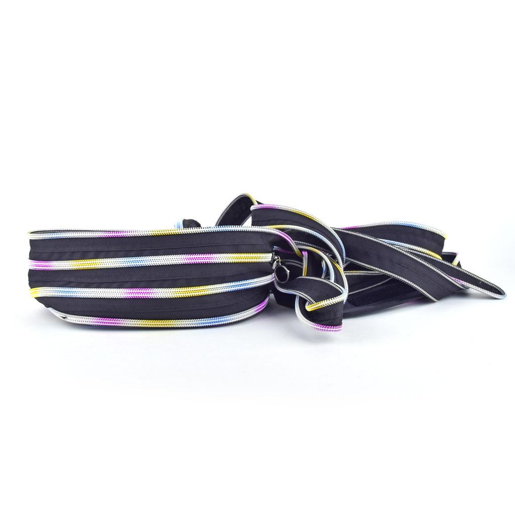 """Batoh """"Zipper"""", čierna s dúhovými pásikmi"""